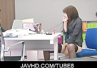 hawt japanese gal hojo maki toying her pussy